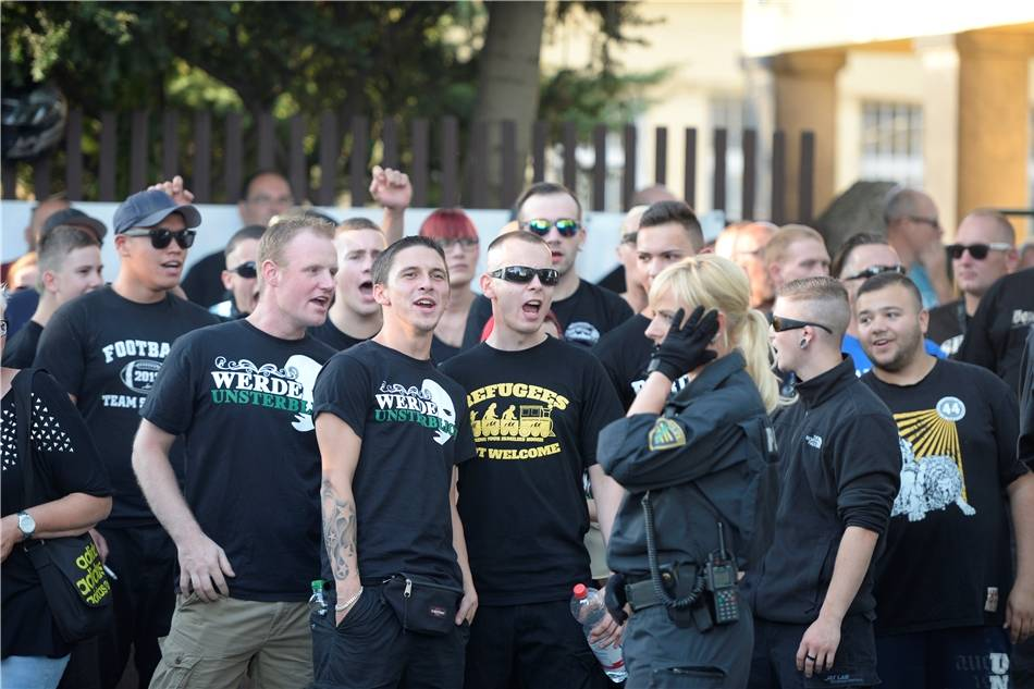 Rene Veckenstedt bei einer Nazikundgebung am 24.07.2015 in Dresden (Bremer Straße)