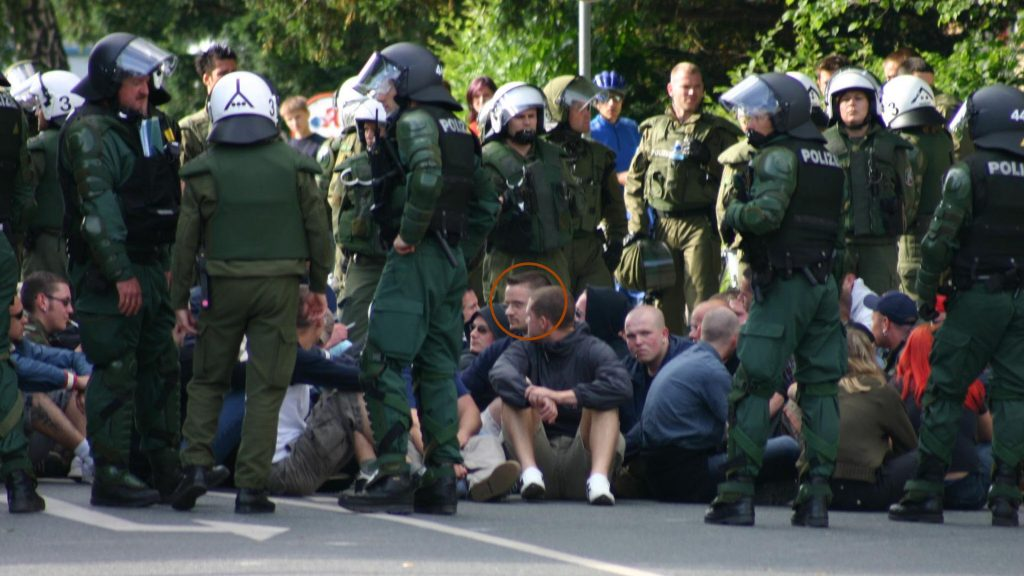 Daniel Barthel in der Nazi-Sitzblockade am 12. Juni 2004 in Pirna